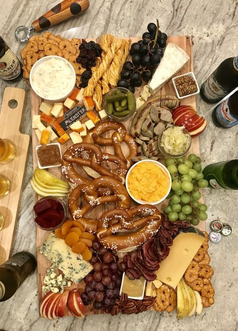 🥨Oktoberfest Snack Board🥨 just add brews! This board was so delicious, especially with a great beer… Octoberfest Party, Oktoberfest Food, German Oktoberfest, Beer Tasting Parties, Wine Tasting, Tapas, Charcuterie And Cheese Board, Cheese Boards, Soft Pretzels