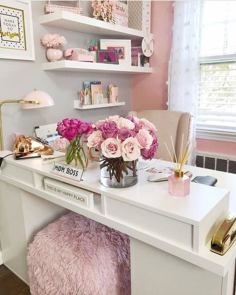 25 chic office desk arrangements you need to copy now Vol 1 - . 25 chic desk arrangements that you need to copy now Vol 1 - # Orde Chic Organization, Home Office Decor, Room Design, Cute Dorm Rooms, Cool Rooms, Home Decor, Desk Arrangements, Home Decor Tips, Trendy Home