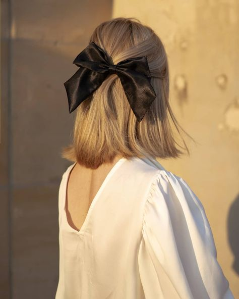 Half-up hairstyles are the new darlings of the stylish crowd, and it's not hard to see why - they look just as polished as a ponytail, but are totally . Hair Ribbons, Hair Bows, Ribbon Hairstyle, Hairstyles With Ribbon, Aesthetic Hair, Grunge Hair, Boho Grunge, Gorgeous Hair, Pretty Hair