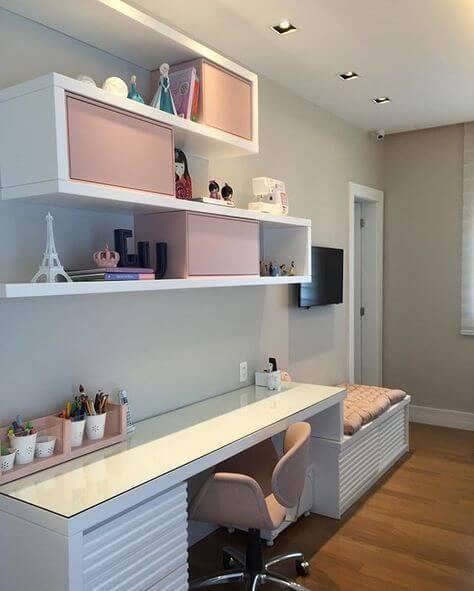 10. Combine a decoração do quarto com a mesa de estudos – Por: Pinterest #mesadeestudos #mesadeestudosquarto #mesadeestudosquartocriativa
