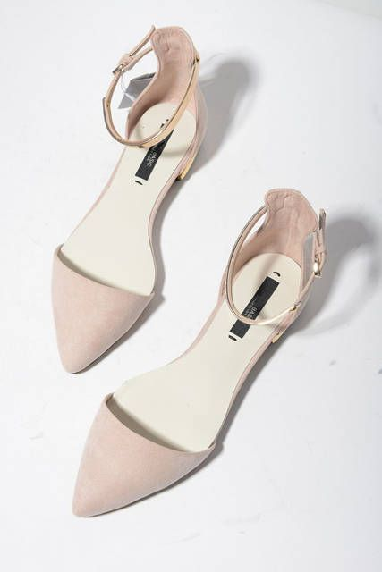 Spring Summer New pointed toes womans fashion sandals Nude Pink Black gold metallic chips flats low heels sexy chic stylish Who loves flats? I do and I'm sure you do too, so get those nude pointy flats!