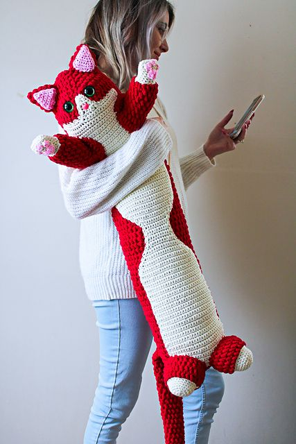 Ravelry: Valentine Kitty Pillow pattern by Lee Sartori