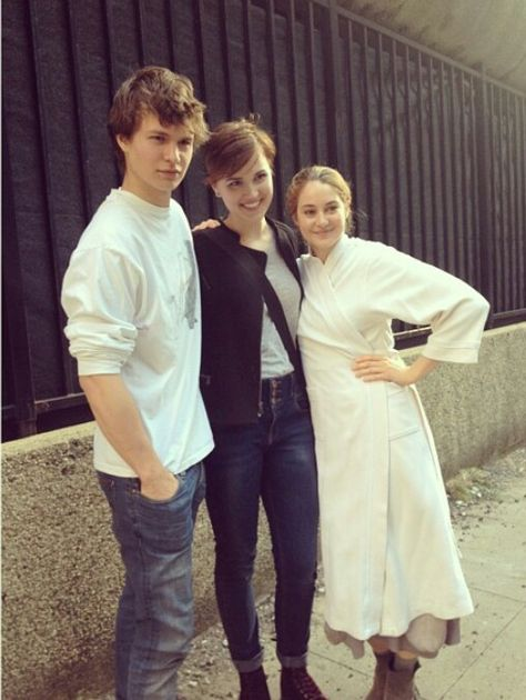 Shailene Woodley (Tris Prior) & Ansel Elgort (Caleb Prior) with author of Divergent Veronica Roth
