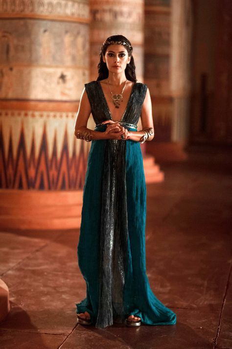 Anna Stephenson TUT Costume Design: Ankhesenamun played by Sibylla Deen Egyptian Fashion, Egyptian Outfits, Egyptian Dresses, Ancient Egyptian Clothing, Ancient Egypt Fashion, Egyptian Costume, Avan Jogia, Fantasy Costumes, Costume Design