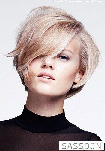 Frisuren Bilder Kurzer Stufen Bob Tiefem Seitenscheitel Frisuren Haare Styling Kurzes Haar Haar Styling Kurze Haare Trend