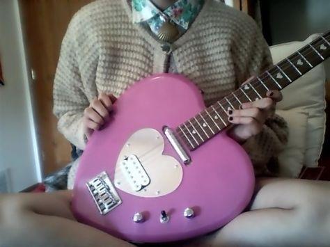 guitar girl uploaded by 凛子 on We Heart It Music Aesthetic, Retro Aesthetic, Ukulele, Guitar Tabs, Guitar Logo, Guitar Notes, Guitar Scales, Guitar Tattoo, Guitar Sketch