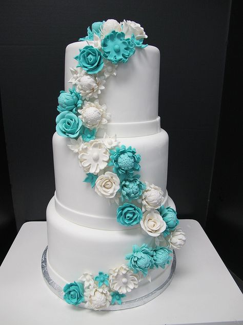 Turquoise wedding cake - would be even better if the white bands were black  some of the white flowers were purple