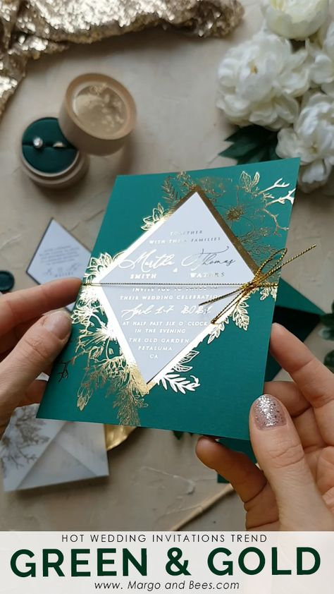 Gold and green wedding invitations with #leaves and #fern  #weddinginvitations #weddingideas #greenwedding #greenandgold #goldinvitations