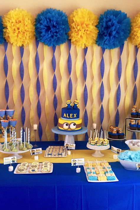 21 best birthday party themes not only for kids: Minions 21 besten Geb. Minions Birthday Theme, Birthday Themes For Boys, 30th Birthday Parties, Minion Party Theme, Despicable Me Party, 30th Party, 1st Birthday Decorations Boy, 1st Birthday Party Ideas For Boys, Minion Party Decorations
