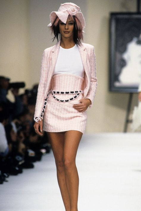 The complete chanel spring 1994 ready-to-wear fashion show now on vogue run