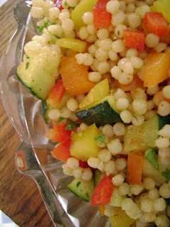 ISRAELI COUSCOUS SALAD. EASY AND DELICIOUS! VEGGIES CAN BE TASTY :)