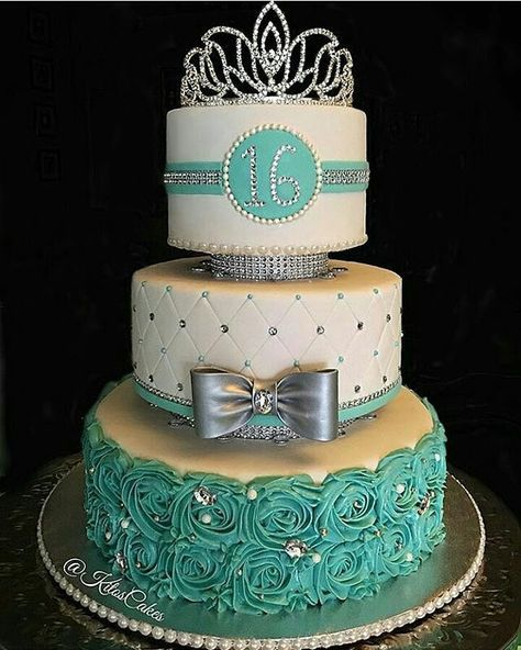 Waaaaaah from - So Pretty in Tiffany blue! Love this Princess Themed CAKE by -