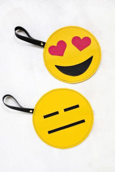 How To Make Your Own Emoji Clutch In 9 Easy Steps Fete Des Meres Sac Fete De La