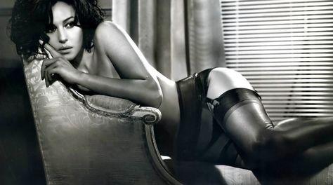 0e1e2ace91 Monica Bellucci Lencería en silla