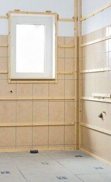 Diese Wandverkleidung Aus Holz Paneelen Besteht Aus Wohnfertigen Ausbauplatten Die Verlegung Der Wandpaneele Im Bad Z In 2020 Hall Interior Wall Paneling Redecorating
