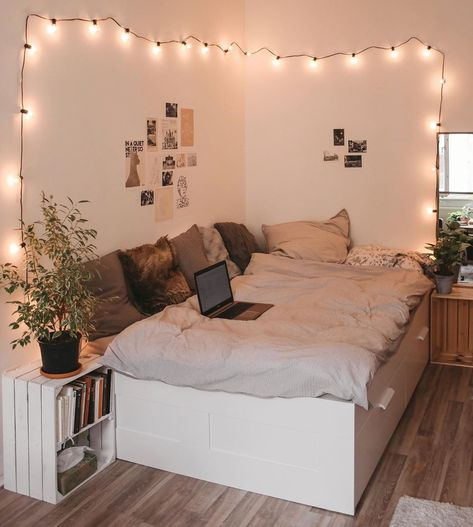 Find the most cozy, modern and luxury dream rooms for women here. Find the most cozy, modern and luxury dream rooms for women here. Girl Bedroom Designs, Room Ideas Bedroom, Home Bedroom, Girls Bedroom, Bedroom Inspo, Master Bedroom, Cute Bedroom Ideas For Teens, Cozy Teen Bedroom, Cute Teen Bedrooms