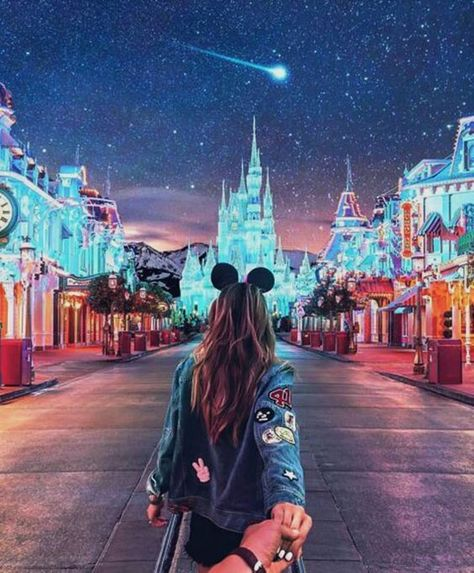 Disneyland Paris Photos - Let's take a glance at the Christmas vacation and set up it get in our concepts. Disney World Fotos, Walt Disney World, Disneyland Couples, Disneyland Photos, Disney Couples, Disneyland Outfits, Disneyland Park Paris, Disneyland Outfit Summer, Disneyland Engagement Photos