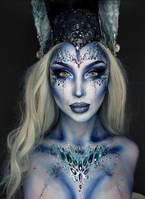 Looking for for ideas for your Halloween make-up? Browse around this site for scary Halloween makeup looks. Halloween Zombie Makeup, Visage Halloween, Halloween Eyes, Mermaid Halloween Makeup, Pretty Halloween Makeup, Easy Halloween, Mermaid Makeup Looks, Mermaid Costume Makeup, Siren Costume