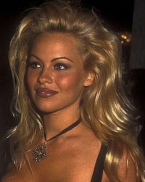 Pamela Anderson blonde hair