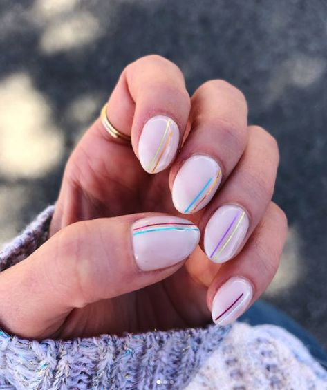 Cool and creative minimalist nail designs. #nailspo #minimalism #naildesign #mani