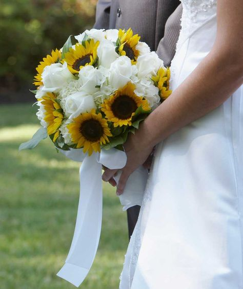 Fiori Gialli Bouquet.Bouquet Sposa 170 Immagini Dei Piu Belli Bouquet Di Rose