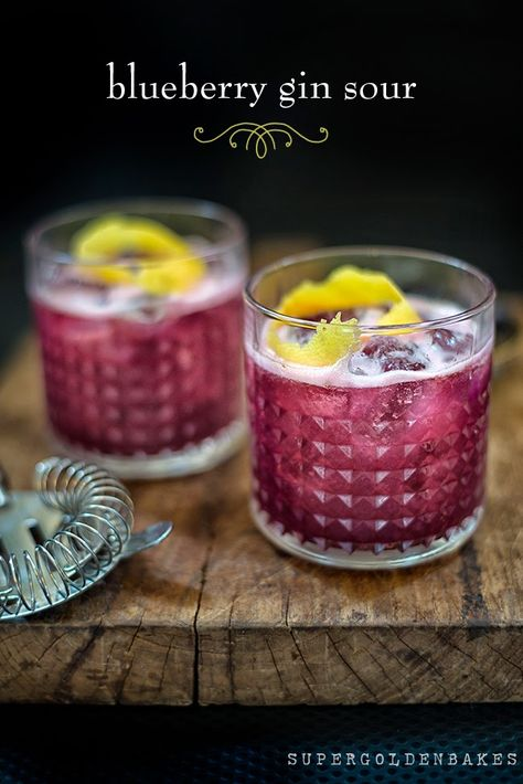 Got some blueberries, sugar, lemon juice, gin and a little egg white? You must try a Blueberry Gin Sour cocktail! Try Albergian gin in this cocktail! Cocktail Gin, Gin Cocktail Recipes, Cocktail Ideas, Signature Cocktail, Cocktail Recipes Egg White, Gin Drink Recipes, Martini Recipes, Salad Recipes, Blueberry Gin
