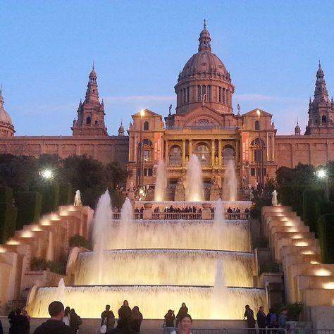 Le Musée National d'Art Catalan: cascades , expos romanesques, art-déco, sur  Montjuïc, Barcelona