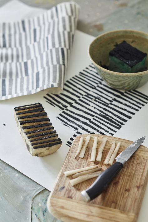 Arbuthnott Launches The 'Artists' Collection' Potato print by Flora Arbuthnott – creating the 'Hand Printed Stripe' design.Potato print by Flora Arbuthnott – creating the 'Hand Printed Stripe' design. Shibori, Diy Stamps, Handmade Stamps, Vanessa Arbuthnott, Potato Print, Potato Stamp, Diy And Crafts, Arts And Crafts, Fabric Stamping