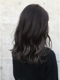 大人かわいい黒髪ハイライトカラーエメラルドグレーパール 黒髪ハイ