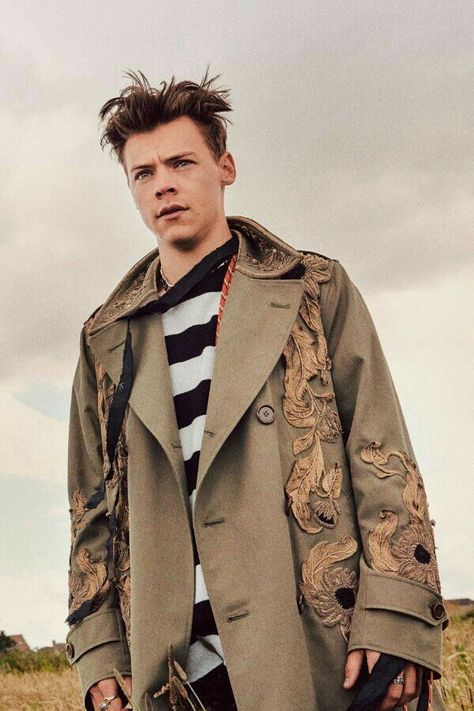Dashing Harry Styles in the sold out Another Man cover issue. Best Harry Pins at rickysturn/harry_styles Harry Styles Fotos, Harry Styles Mode, Harry Styles Pictures, Harry Edward Styles, Harry Styles Fashion, Style Fashion, One Direction, Saturday Night Live, Jimmy Fallon