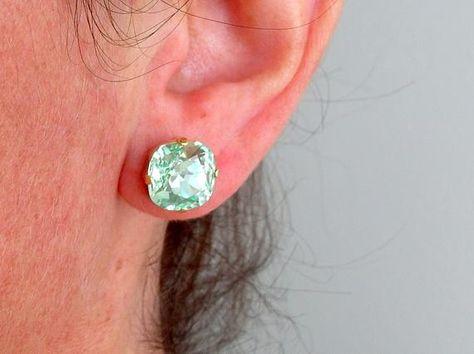 #weddings #jewelry #earrings #bridesmaidgift #bridalearrings #vintageearrings #bridesmaidsearrings #swarovskiearrings #crystalstudearring #weddingjewelry #goldearrings #pinkearrings #antiquepinkstuds #darkpinkstuds #darkpinkcrystal