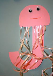 Letter of the week craft - J is for Jellyfish for Kindergarteners and Preschoolers.  Free printable template!  #alphabet