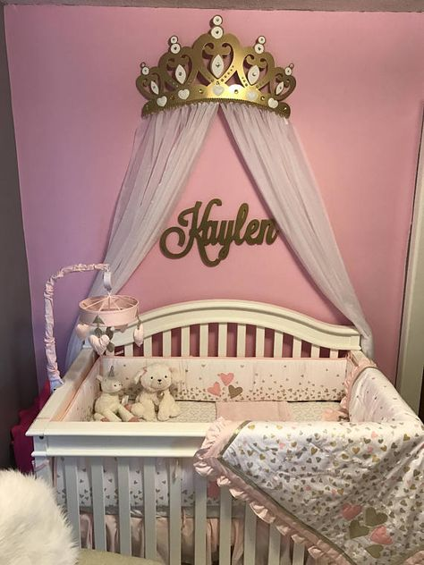 3D Princess Diamond and Pearl Crown Canopy includes Sheer Voile Panels Let your little princess feel like true royalty in her castle (or her bedroom!) with this precious Gold Metal Crown Wall Decor. This adorable, glittery crown features a beautiful gold antique look with, cut-out