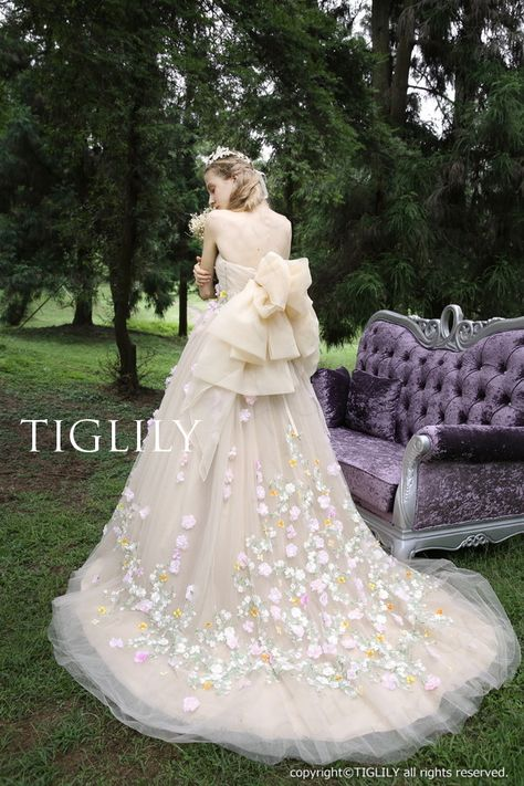 7c137b0ccc560 Fabric: Organza, Tulle, SatinEmbellishment: Flower, LaceBack Style: Lace  upBuilt-In Bra: YesBoning: Yes The dress does not include any accessories  in the p