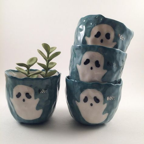 Spoopy the Spoop // blue and white mini cup // Succulent planter// Kawaii sake teacup// porcelain pottery// Air plant holder Clay Projects, Clay Crafts, Ceramic Pottery, Ceramic Art, Passion Deco, Diy Schmuck, Plant Holders, Clay Art, Sculptures