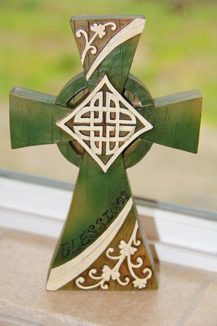Celtic cross Irish Blessing Gilt Badge