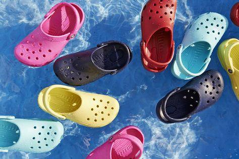 Chaussure deau Mixte Adulte Crocs Crocband Printed Clog U