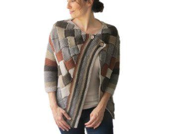 Diese Capalet wird von Hand mit Kabel stricken Muster stricken. Es wird mit Alpaka-Garn hergestellt. Es hat eine Kapuze. Sie können es auf Ihre Tops oder Mäntel tragen. Es ist sehr warm und gemütlich. Ich kann diese Capalet auch in jeder Farbe und Ihre Maßnahmen machen.  Es ist umfangreich.  Über Größe - Plus Größe.   Für unseren Shop sehen: http://www.etsy.com/shop/afra  Frage, nur Convo.   ---In einer Haustier- und Rauch-freie Umgebung vorgenommene.---  ---Alle Hand gehäkelt und Hand…
