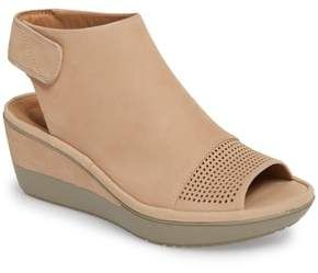 These Wynnmere Abie wedge sandals look great for the wide
