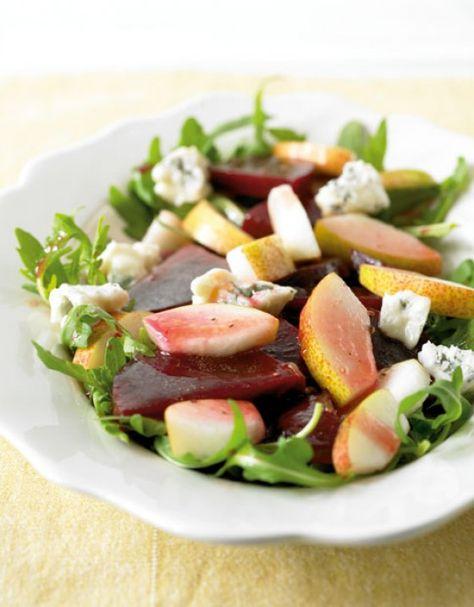 Süße Birnen, kräftige Rote Bete und intensiver Gorgonzola auf einem Salatbett: So schmeckt der Herbst.