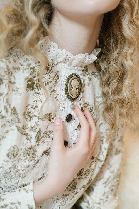 Victorian Cameo Lady Brooch Pin – Miss Patina Foto Fantasy, Princess Aesthetic, Kinds Of Clothes, Aesthetic Fashion, Vintage Fashion, Vintage Style, Modern Victorian Fashion, Victorian Outfits, Victorian Era Dresses