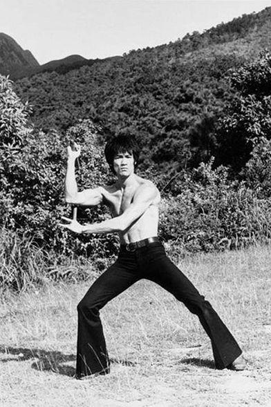 LE JEU DE LA MORT - THE GAME OF DEATH - Bruce Lee et sa flûte silencieuse