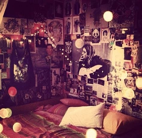 10 Teenagers Bedroom Themes For Band Emo Room Punk Room Grunge Bedroom