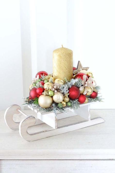 Get some amazing ideas on Christmas candle decorations. We have all you need to inspire yourself and create some gorgeous candle centerpieces.