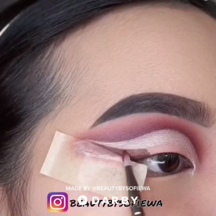 Quick cut crease eyeshadow tutorial using the Modern Renaissance palette from Anastasia Beverly Hills #darbysmart #beautytips #beautyhacks #beautytricks #beautytutorial #beauty #makeuptutorial #makeuptips #makeup #eyeshadow #cutcrease #concealer
