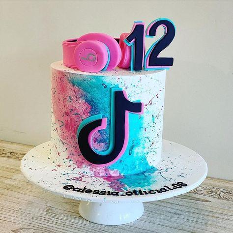 14th Birthday Cakes, Candy Birthday Cakes, Bithday Cake, Birthday Cakes For Teens, Girl Birthday, 10th Birthday, Cute Birthday Ideas, Birthday Design, Kreative Desserts