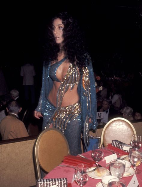 Cher's Wildest Outfits and Fashion Moments Over The Years - Cher Photos and Style Evolution Celebrity Makeup Looks, Celebrity Style, Cher Photos, Bob Mackie, Dressed To Kill, Vogue Magazine, Twiggy, Vintage Beauty, Style Icons