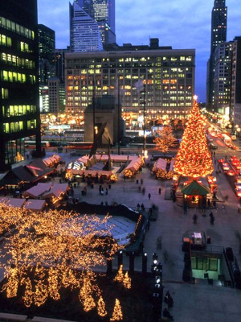 Chicago at Christmas time is a must-experience! Visit Daley Plaza during the holidays.