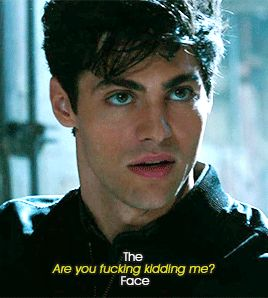 Alec Lightwood / Matthew Daddario Oh my god that face(I love It) Shadowhunters Malec, Shadowhunters The Mortal Instruments, Matthew Daddario Shadowhunters, Clace, Jace Wayland, Alec Lightwood, Leonardo Costa, Shadow Hunters Cast, Cassie Clare