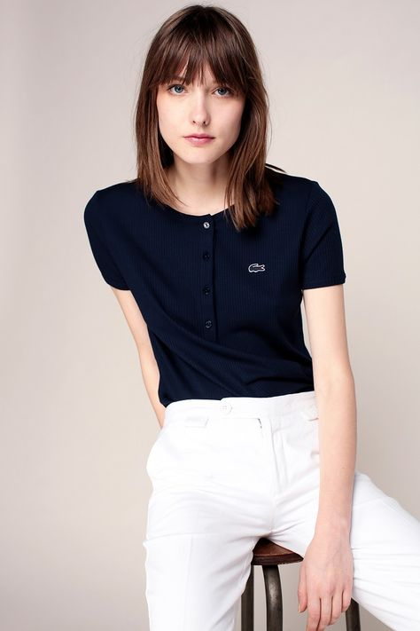 ce4b1d5541 Lacoste T-shirt côtelé marine patch logo brodé pas cher prix T-Shirt Femme  Monshowroom 55.00 €